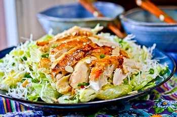 Китайский салат с курятиной и стеклянной лапшой