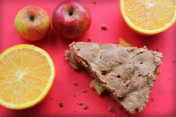 Апельсиновая шарлотка с яблоками