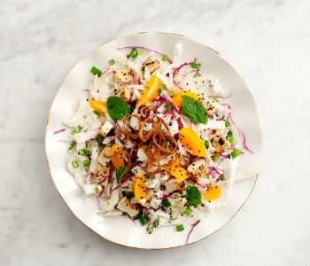 Азиатский салат с апельсинами и капустой