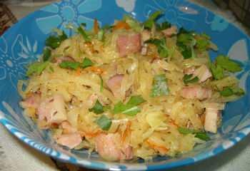 Баварский салат из квашеной капусты
