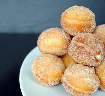 Классические пончики с лимонным кремом
