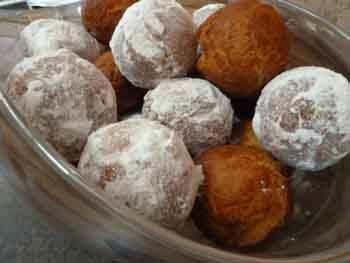 Пончики дрожжевые с вареной сгущенкой