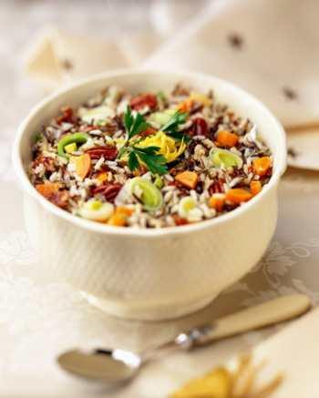 Салат с фруктами и соусом из киви