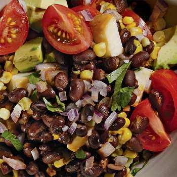 Салат тако из черной фасоли и кукурузы