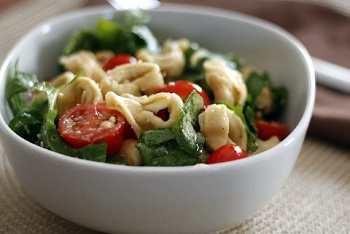 Теплый зеленый салат