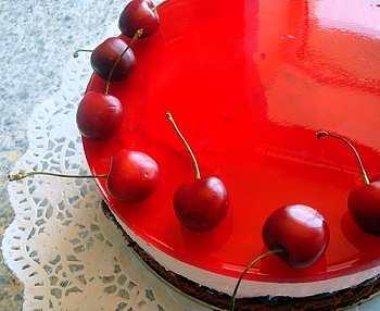Торт-мусс с желе из черешен