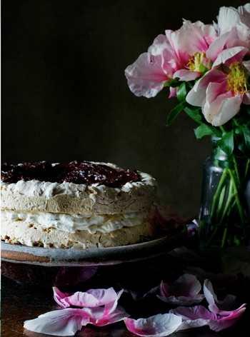 Торт с безе и шоколадным кремом