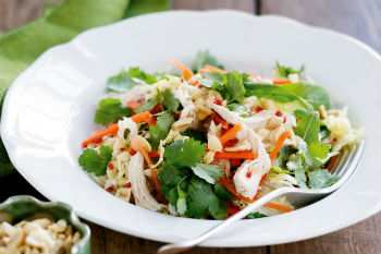 Вьетнамский салат с курицей
