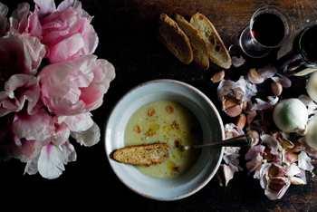 Вкусный чесночный суп