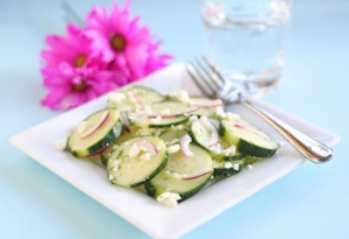 Пряный салат с огурцами