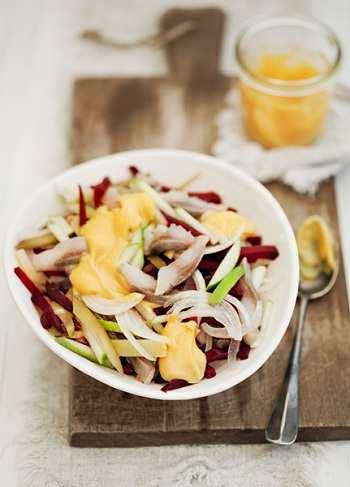 Овощной салат с сельдью